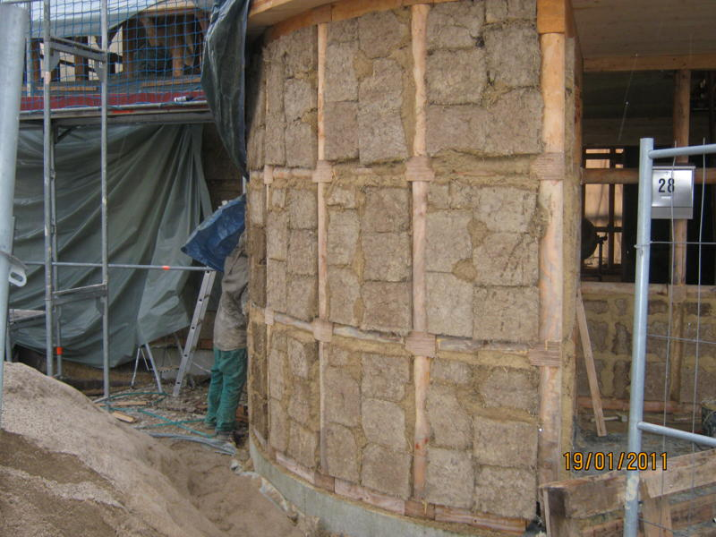 Residential building: clay wall filling